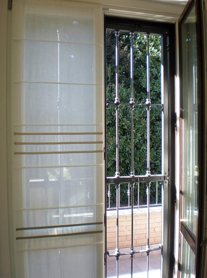 Foto serramenti e persiane in legno inferriate in ferro for Infissi napoli prezzi