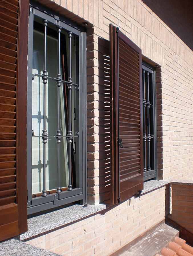 Foto serramenti e persiane in legno inferriate in ferro - Finestre fai da te ...