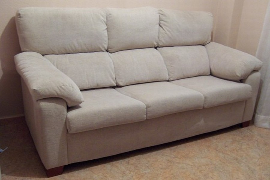 Come pulire un divano in tessuto idee interior designer - Pulire divano tessuto bicarbonato ...