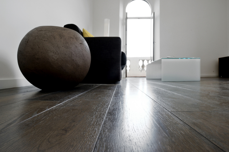 Soggiorno: dettaglio pavimentazione e arredi