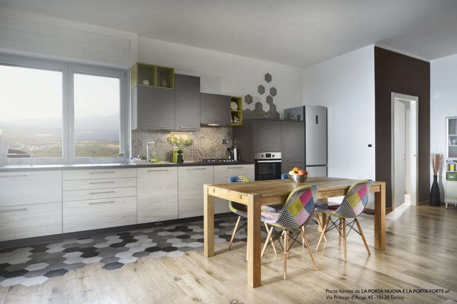 Antico e moderno si incontrano idee ristrutturazione casa - Soggiorno living con cucina ...