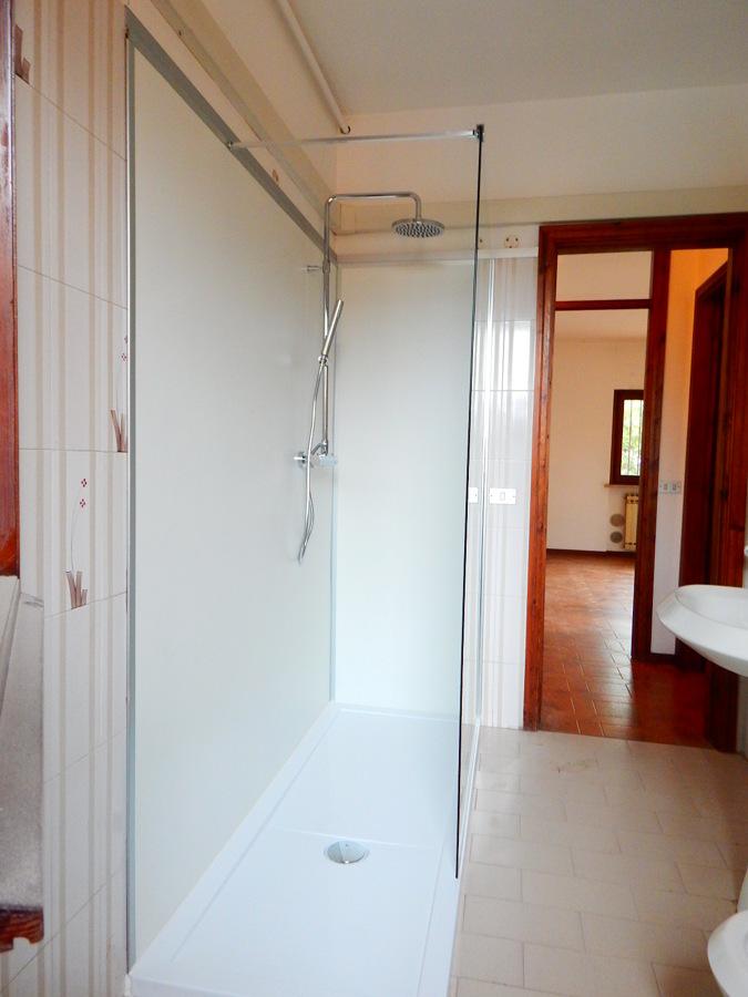 Sostituire vasca con doccia idee ristrutturazione bagni - Sostituire la vasca con doccia ...