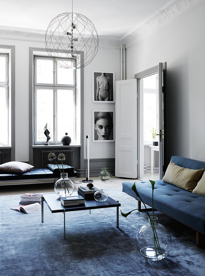Foto stessa tonalit di blu per divano e tappeto di for Divano velluto blu
