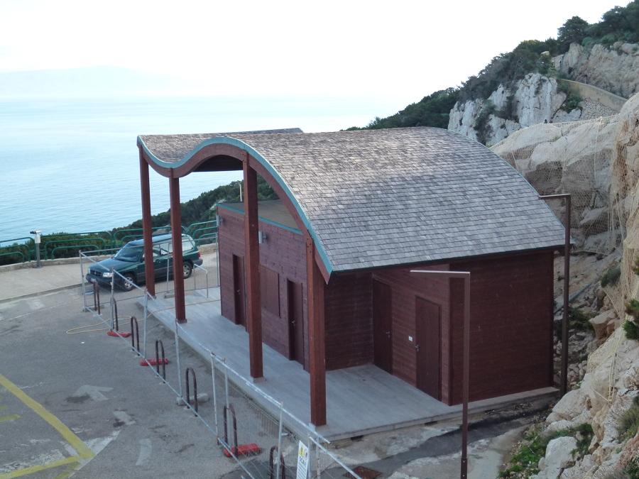Caseggiato in legno idee costruzione case prefabbricate for Casa in stile scandole