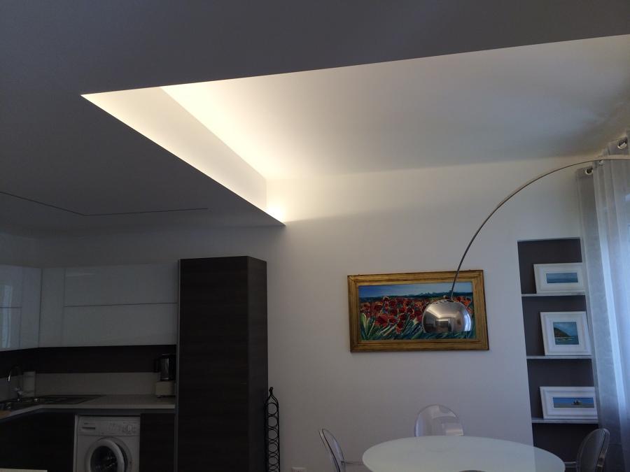 ... cornici nella ristrutturazione di appartamento a Genova Castelletto