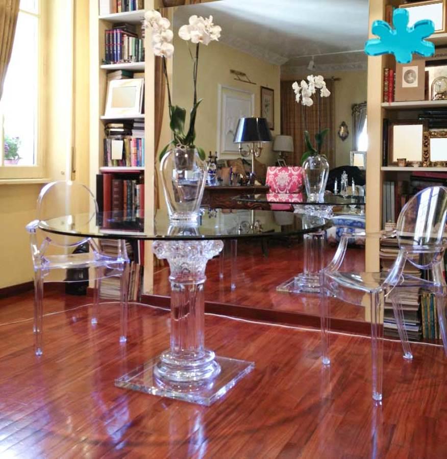 Tavoli da pranzo in plexiglass trasparente a una colonna for Tavoli pranzo cristallo