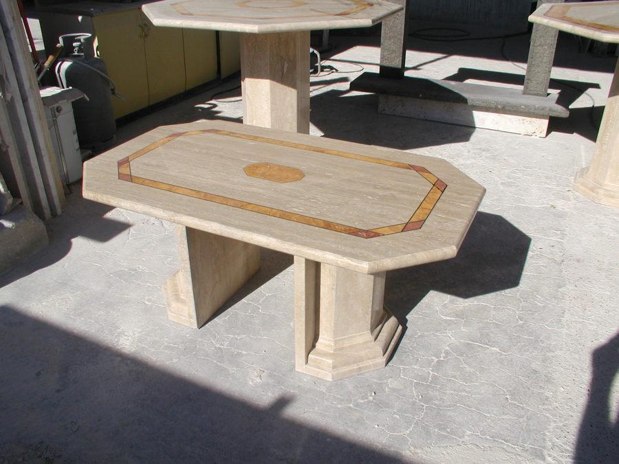tavoli in travertino romano con intarsi