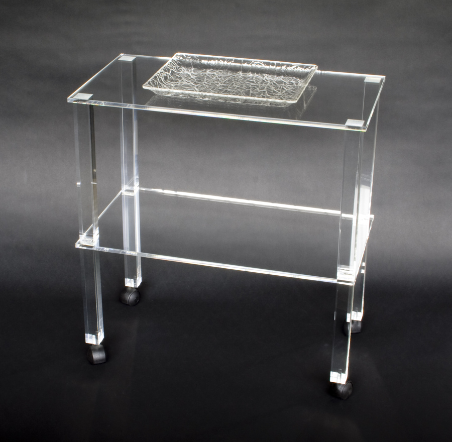 Foto tavolino in plexiglass trasparente di cavinato for Paraschizzi cucina plexiglass