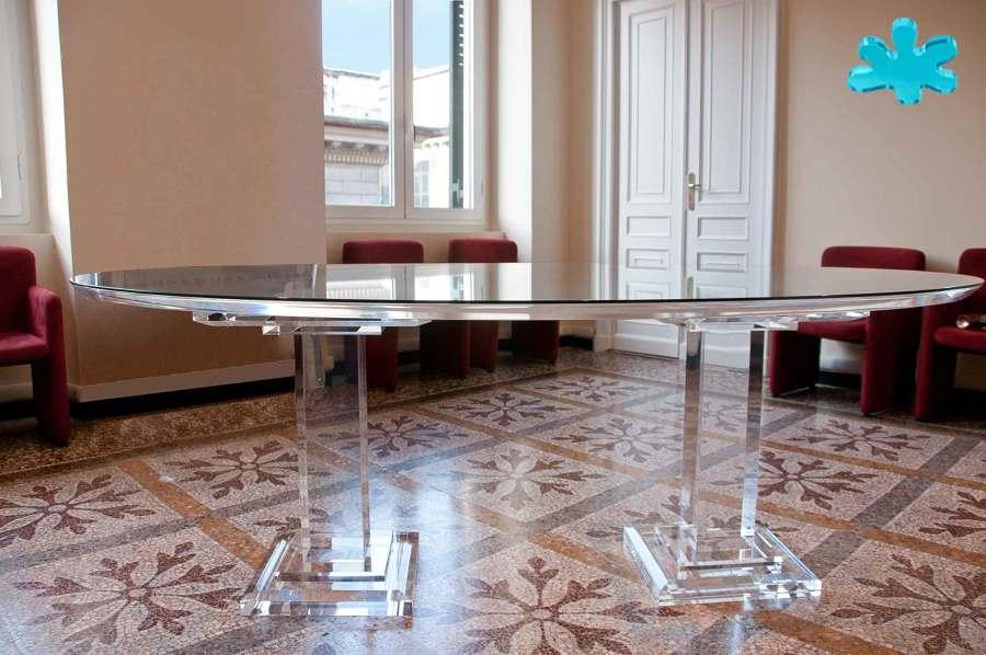 Tavoli da pranzo in plexiglass trasparente a 2 colonne for Tavolo da pranzo classico