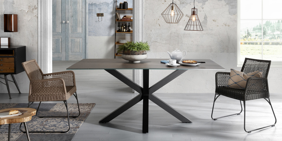 Tavolo elegante per salotto