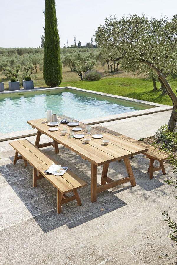 Tavolo in legno da esterni