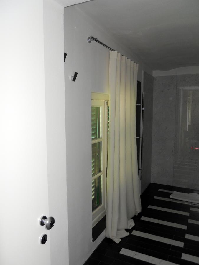 Tende in lino ad onda - Bastone con scivoli a soffitto inox