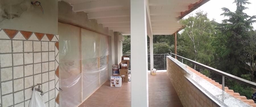 Fase di ultimazione lavori di imbiancatura copertura e pavimentazione terrazzo