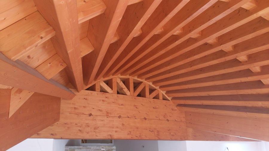 Tetto in legno curvo