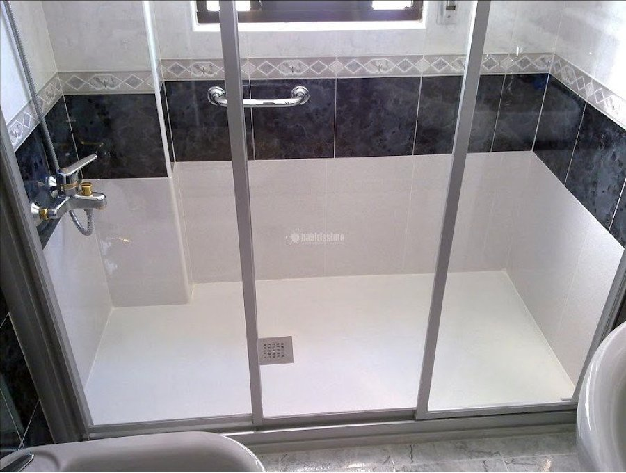 Foto trasformare vasca da bagno in una spaziosa doccia di - Da vasca da bagno a doccia ...