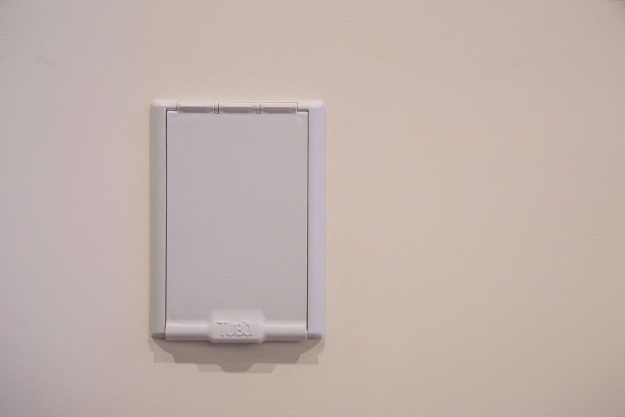 Tubò - presa a muro