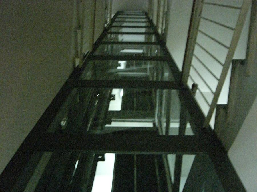 Condominio residenziale napoli idee ascensori for Chiusura vano scala interno