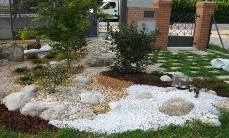 Giardinaggio daniele idee giardinieri for Aiuole giardino con sassi