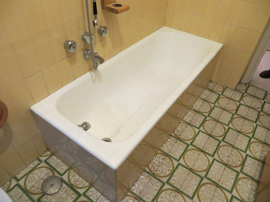 Vasca da trasformare in doccia.