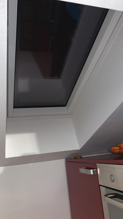 Finestre per tetto velux arese idee finestre e porte for Finestre per tetto velux prezzi