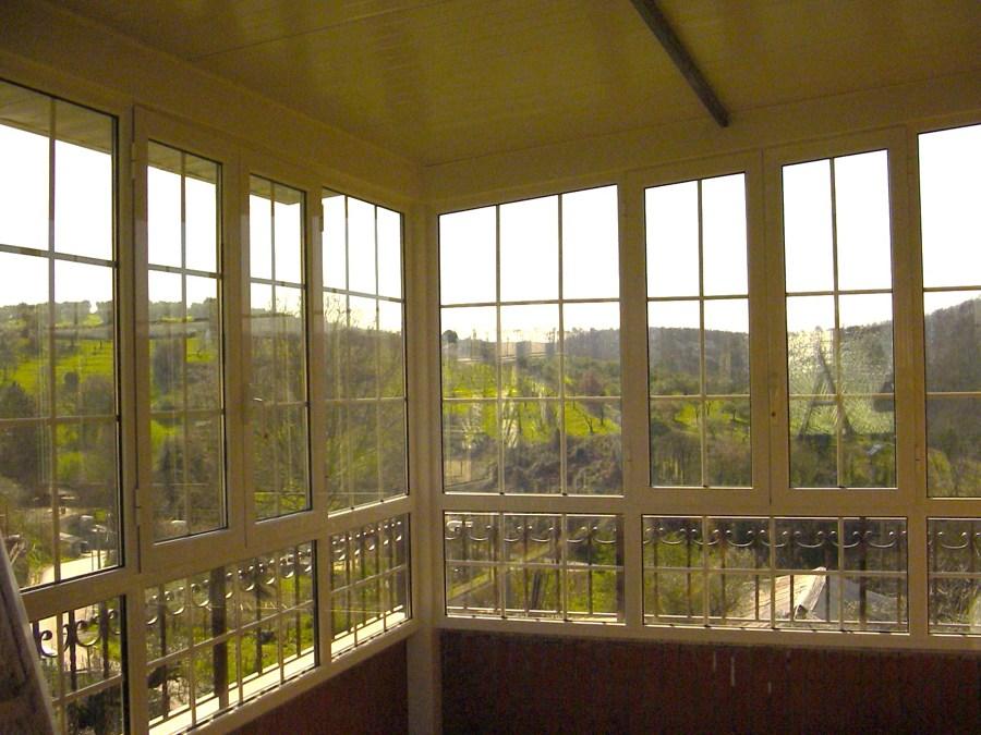 Stunning veranda in alluminio vetro camera stile inglese for Casa in stile ranch con veranda