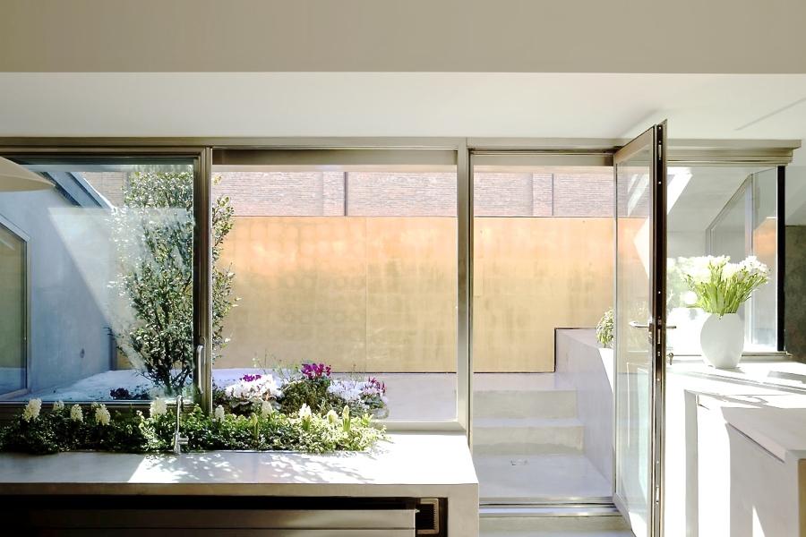 Vetrata principale vista interna, finestra alza e scorri e porta ad anta