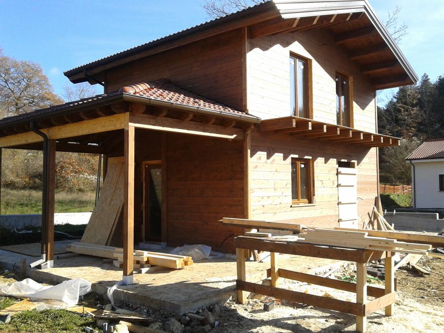Case in legno idee costruzione case for Casa legno antisismica costo