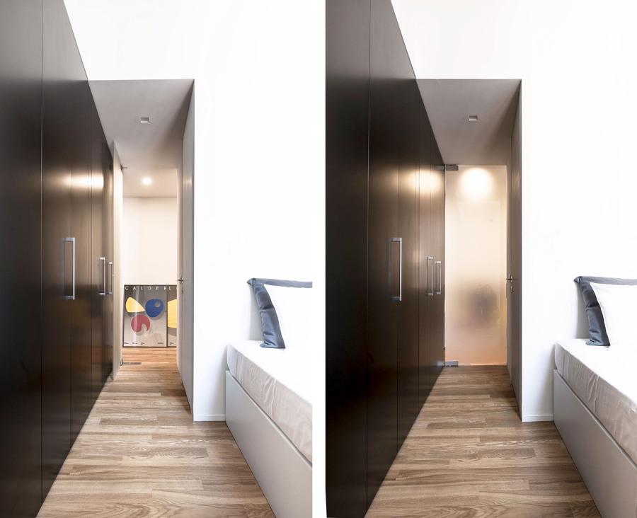 Continuità visiva dalla camera da letto verso l'ingresso.