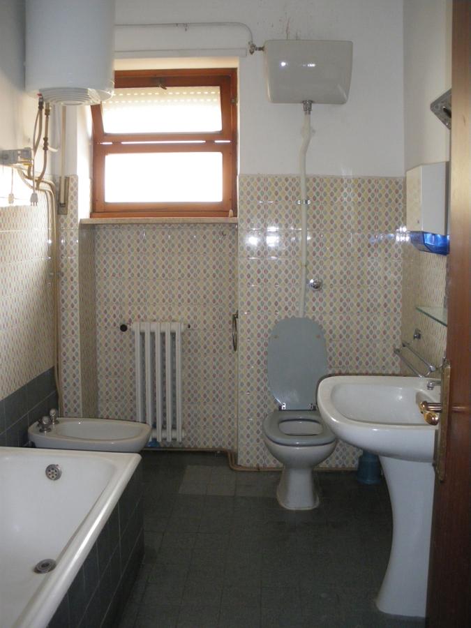 Vista del bagno, prima dei lavori