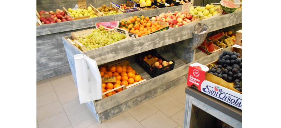 Progetto ristrutturazione di negozio frutta verdura a for Piani di costruzione del negozio con alloggi