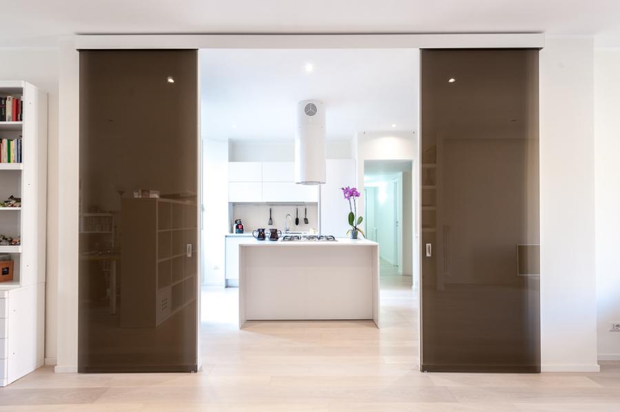 vista della cucina dall'ingresso