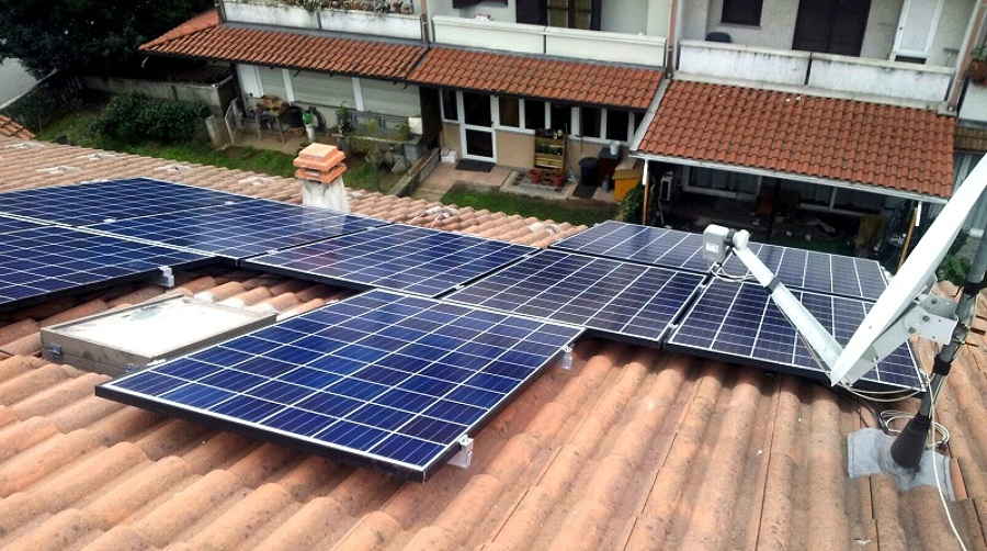 Vista pannelli fotovoltaicii ed antenna