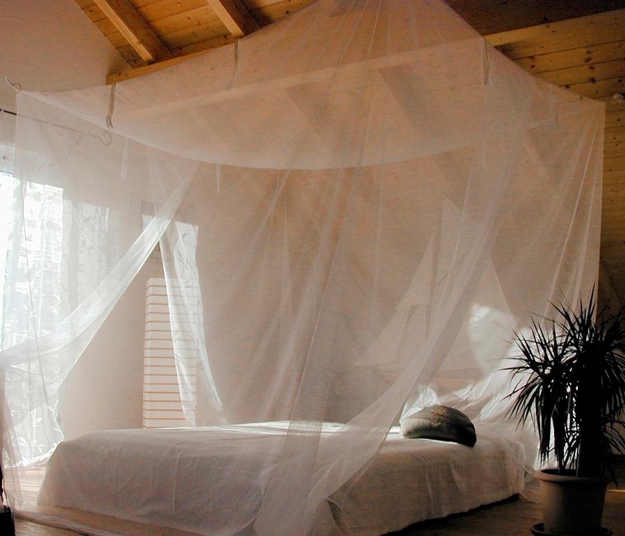 Zanzariere per dormire meglio e svegliarsi con pi energia for Tipi di zanzariere
