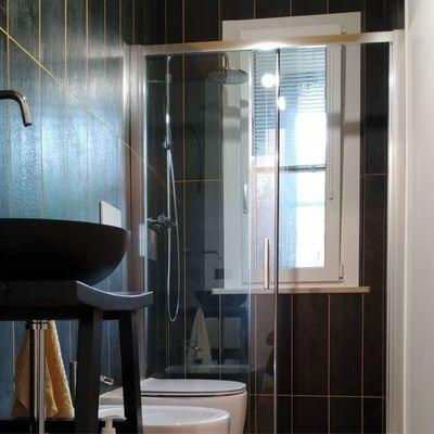 10 idee per arredare un bagno lungo e stretto