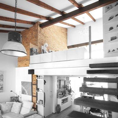 7 modi per arredare case con soffitti molto alti