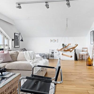 Monolocale in soffitta: una sferzata di luce in un piccolo spazio