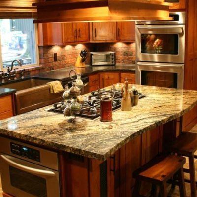 Top per la cucina: granito, marmo sintetico e legno tra i più scelti.