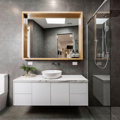10 bagni bellissimi dove lo specchio è protagonista