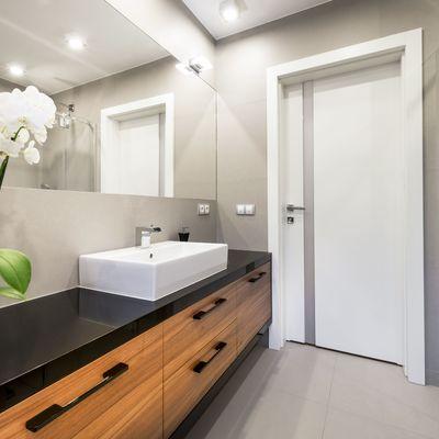 7 trucchi per rendere il bagno comodo ed efficiente