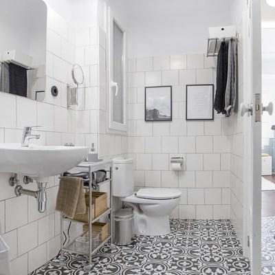 Ristrutturare il bagno: fasi, tempi e professionisti coinvolti