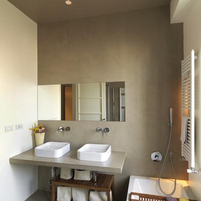 Rivestire pareti con cemento resina confronta prezzi for Bagni in resina prezzi