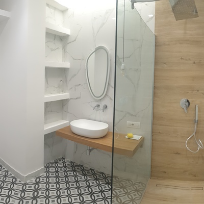 Bagno realizzato in muratura e in cartongesso