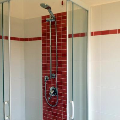 Idee di ristrutturazione bagni a bergamo per ispirarti - Bagno mosaico rosso ...
