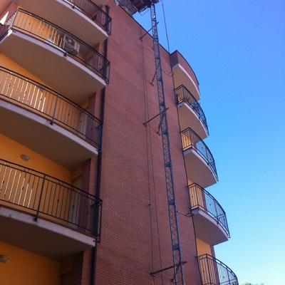 C.E.I. srl  Ripristino Facciate con prodotti VOLTECO su contesto condominiale in Perugia.