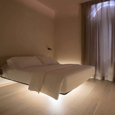 Camera con letto sospeso