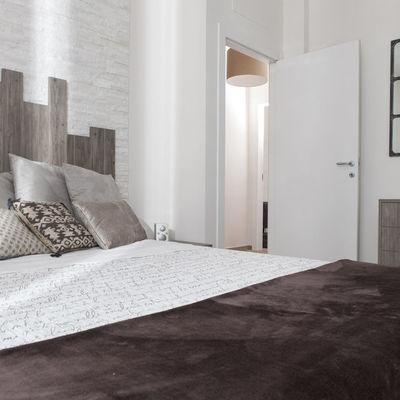 Camera da letto arredata con mobili su misura