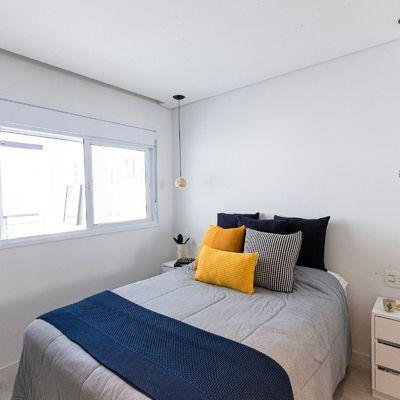 Consigli su come far sembrare la tua camera da letto più grande