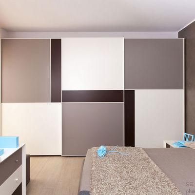 Camera da letto arredata su misura con bagno personalizzato
