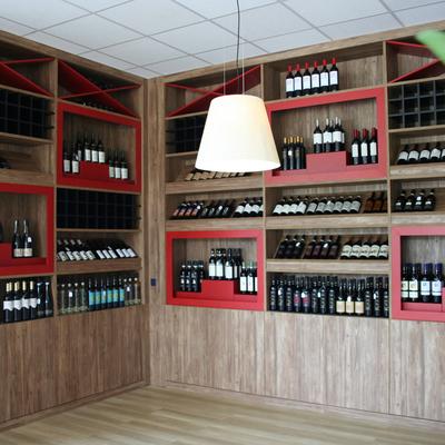 Design interni enoteca e progetto arredo wine bar su misura