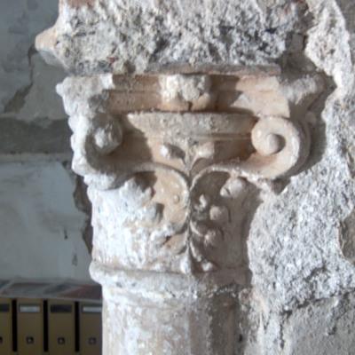 Colonna . durante le operazioni di restauro